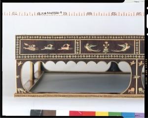 инкрустация выполнена из серебра, золота и слоновой кости.