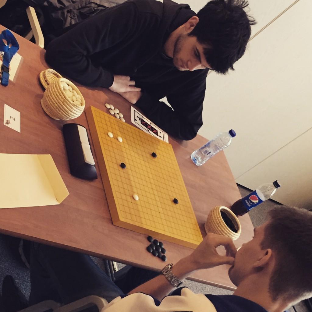 Александр Вашуров пробует разгромить серебряного призера с помощью авангардного фусэки. В итоге проиграл черными на 4 очка.