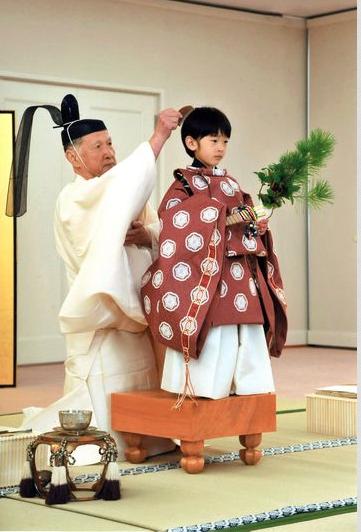 Принц Хисахито готовится пройти посвящение в мальчики