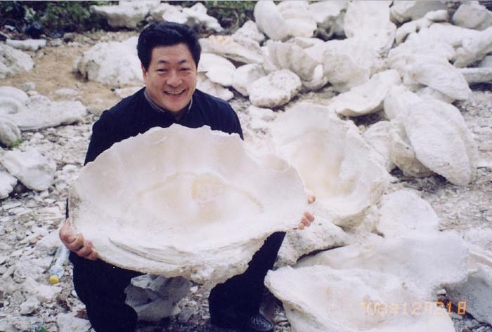 Добыча раковин Хамагури с морского дна